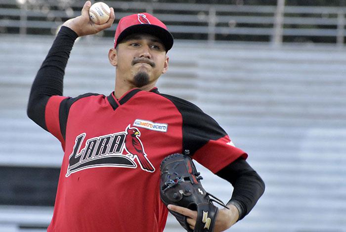 Japón hizo regresar a Henry Centeno al beisbol de América