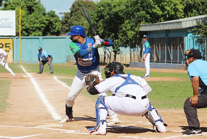 Diez venezolanos impulsan al beisbol salvadoreño