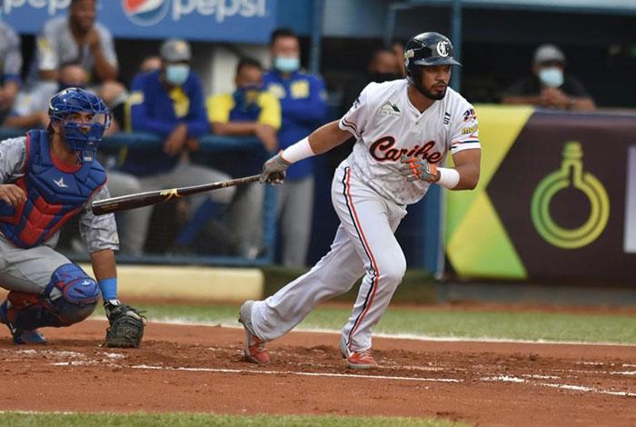 Luis Sardiñas mejoró con el bate, sin descuidar la defensa