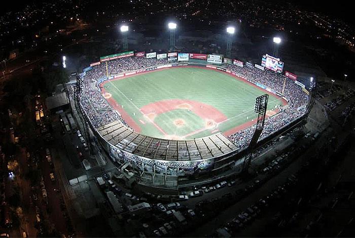 """El Estadio """"Chico"""" Carrasquel llega a seis décadas de emociones y buen beisbol"""